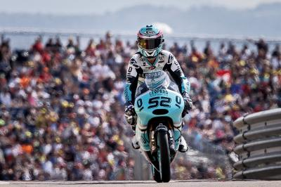 Moto3™ field chasing Kent in Australia