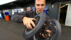 O reporter do motogp.com, Dylan Gray, fala dos pneus assimétricos frontais e da escolha de discos de travão no GP da Austrália.