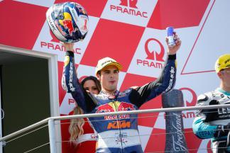Oliveira: «¡Ha sido una carrera loca!»