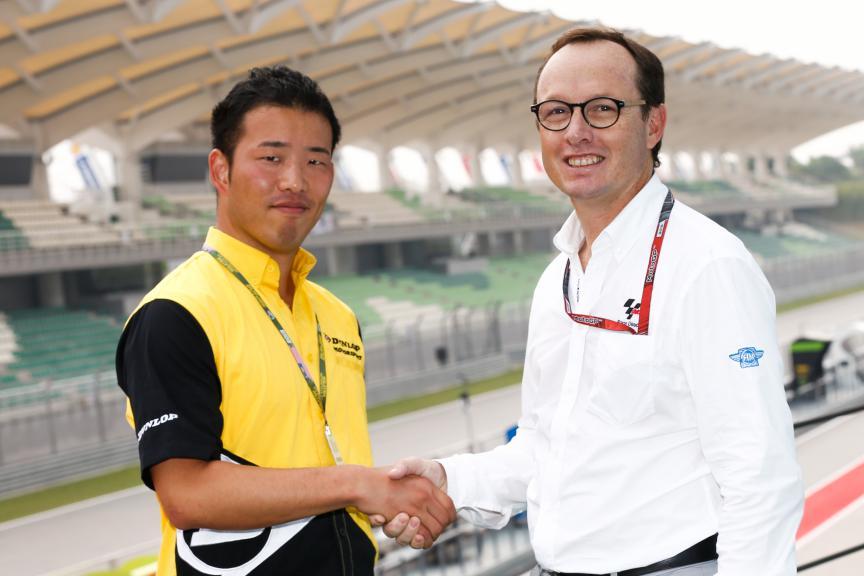 Javier Alonso & a Dunlop representative