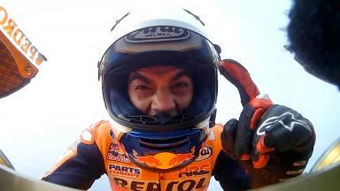 Pedrosa gewinnt, Rossi kickt Marquez raus