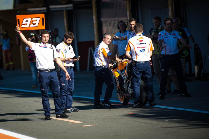 Marc's crew, Repsol Honda Team, Valencia GP © 2015 Scott Jones, PHOTO.GP