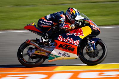 Last-gasp Oliveira snatches top spot in Moto3™ FP3