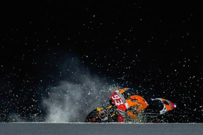 Marquez crashes at turn 1