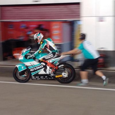 Happy with the last test in qatar,the rythm a coming close to the faster time 1.1 sec from pole,overall p15 n my hand feeling better n better#alhamdulillah #bismillahfirst #PodiumByDaun #tautausampai #neverstopismypassion  #hafizhsyahrin  #stylobiketeam