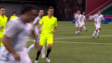Rossi juega con Xavi, la leyenda del FC Barcelona