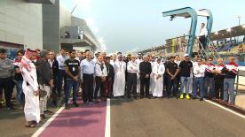 Homenaje al piloto tunecino de 49 años Taoufik Gattouchi, que perdía trágicamente la vida durante una carrera complemento del GP de Qatar.