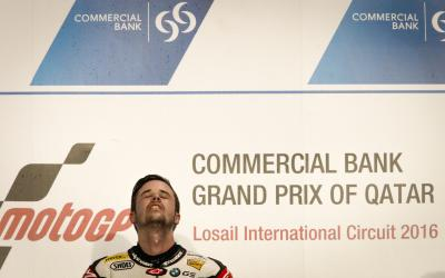 Luthi wins dramatic Moto2™ race in Qatar