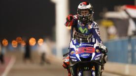 Jorge Lorenzo domina la gara in Qatar, Dovizioso e Marquez sono sul podio.
