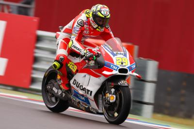 Extended 30 minute Warm Up sees Iannone on top in the wet