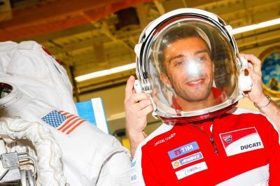 Vom Leder in den Raumfahreranzug
