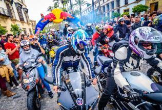 El GP de España arranca motores con un convoy motero masivo