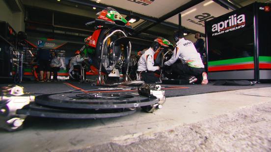 Dylan Gray hat sich vor dem #FrenchGP mit Aprilia Racing Manager Romano Albesiano über die neue RS-GP und die Fortschritte unterhalten.