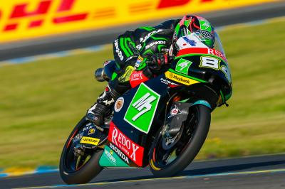 Kornfeil drops into the 1'42s to lead Moto3™