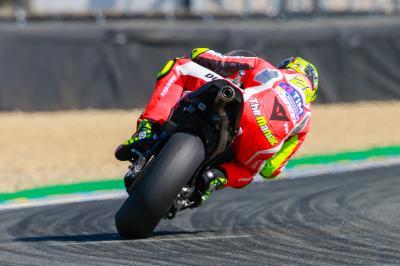 Iannone im MotoGP™ Warm-Up vorn