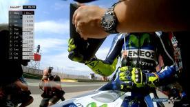 Incluso Valentino Rossi emplea la aplicación oficial MotoGP™ para ver los Timings en tiempo real, la situación de pilotos en pista y recibir la última información en directo.