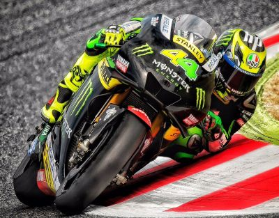 #DownLow - @polespargaro doing what Pol does best - #ElbowDown