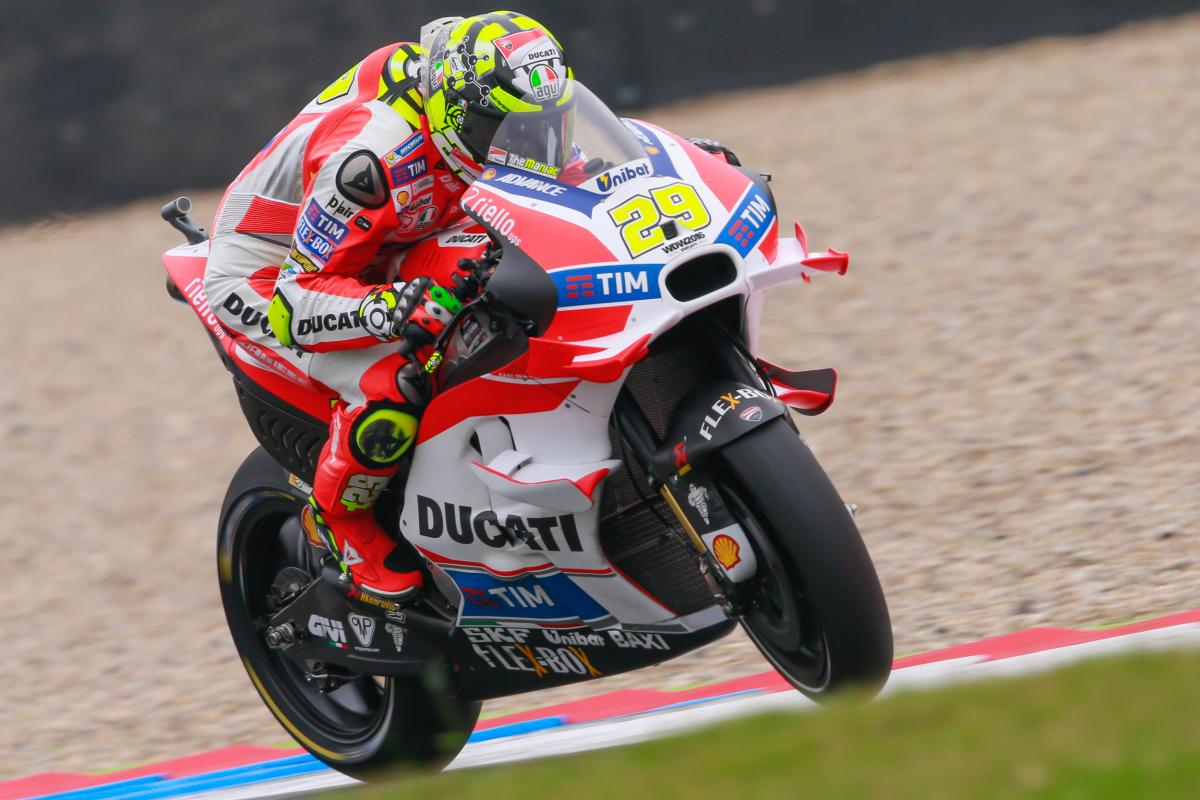 iannone remains on top in assen ready to charge motogp. Black Bedroom Furniture Sets. Home Design Ideas