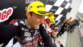 Zarco conquista il suo quarto GP della stagione. Domina sulle cadute un arrembante Folger che è secondo. Terzo Simon. Rins e Lowes sono out.