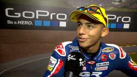 Il pilota Gresini Racing Moto3 è terzo in una gara segnata dalle difficili condizioni meteo.