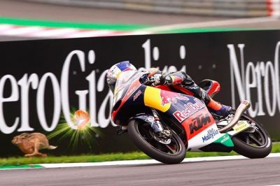 While the #Moto3 field tried to catch @bradbinder_41, he was