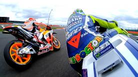 Spectacular battle between Valentino Rossi and Marc Marquez at the #BritishGP