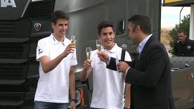 Los hermanos Márquez visitan Madrid y aprenden cómo conducir el camión que transporta su motorhome a los circuitos de MotoGP™.