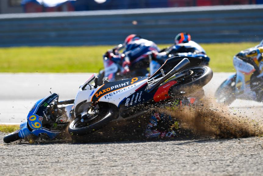 Jorge Navarro, Estrella Galicia 0,0, and John Mcphee, Peugeot MC Saxoprint, Motul Grand Prix of Japan