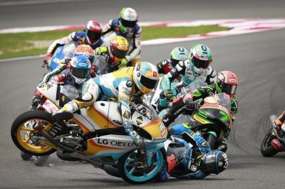 Multitud de caídas al inicio de la carrera de Moto3™