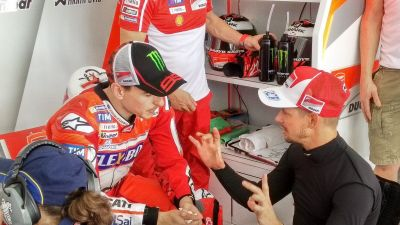 An exchange of thoughts between #JL99 and #CS27 #forzaducati https://t.co/eOcyp3or88