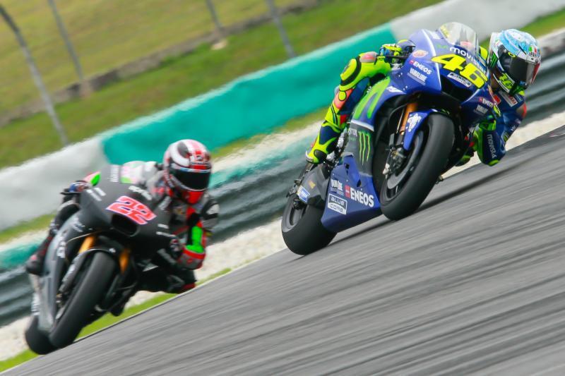 Valentino Rossi (kanan)