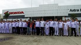 Marc Marquez & Dani Pedrosa made a stop in Indonesia ahead of the team launch to visit the Astra Honda factory and dealerships