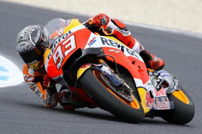 Marquez briefly dislocates shoulder in Jerez