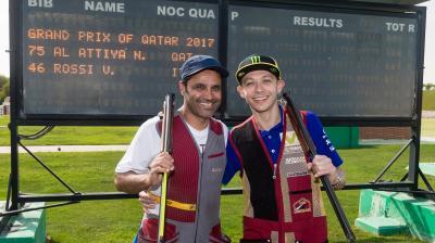 Rossi s'initie au ball-trap au Qatar