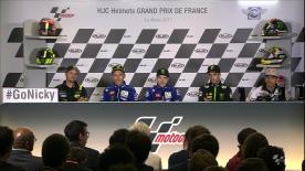 1列目に進出したマーベリック・ビニャーレス、バレンティーノ・ロッシ、ヨハン・ザルコ、中量級と軽量級でポールポジションを獲得したトーマス・ルティとホルヘ・マルティンが公式予選の共同会見に出席。