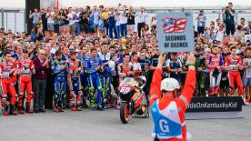 決勝レースに先立って、レジェンドライダー、故ニッキー・ヘイデンを追悼する69秒間の黙祷がムジェロ・サーキットのトラックで実施。