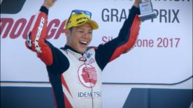 Il nipponico festeggia il passaggio nella massima serie con il successo nella gara inglese. Pasini e Morbidelli sono sul podio