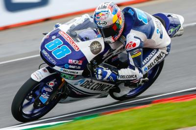 Moto3™ in Inghilterra, il warm up a Martin