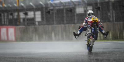 Fenati gewinnt Moto3™ Regen-Rennen von Motegi