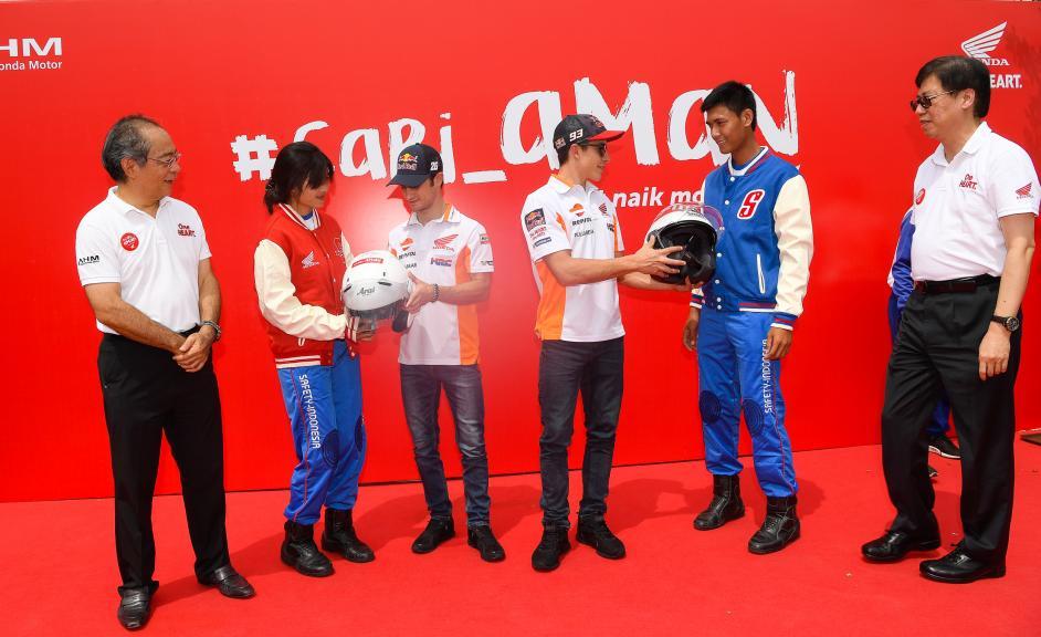 Marquez and Pedrosa visit Astra Honda Factory