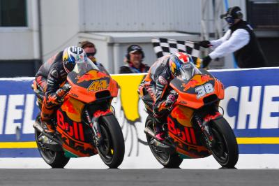 KTM: Espargaro and Smith only 0.011s apart over the line