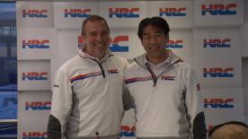 El director de HRC, Tetsuhiro Kuwata, y Livio Suppo explican la decisión del Team Principal del Repsol Honda de dejar sus funciones