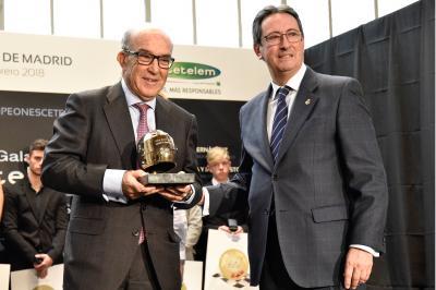 Carmelo Ezpeleta riceve il I Casco d'Oro RFME