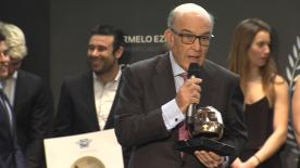 CEO of Dorna, Carmelo Ezpeleta was honoured at the RFME gala by receiving the I Casco de Oro for his contribution to motorcycle racing