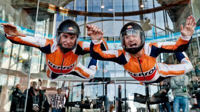 Márquez et Pedrosa testent le simulateur de chute libre