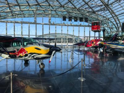 Los 3 mejores del MotoGP™ eSports visitan el Hangar-7