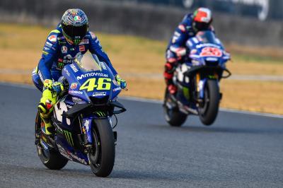 Viñales y Rossi: mejoría al entrar, problemas al salir