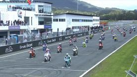 ポルトガルのエストリル・サーキットで開催されたMoto3™クラス決勝レースのハイライトビデオ。