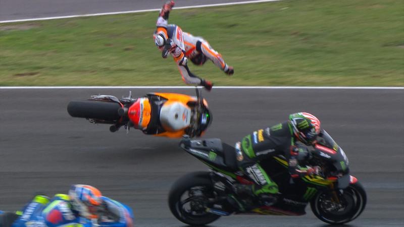 Il volo di Pedrosa (Repsol Honda) dopo il contatto con Zarco (Yamaha Tech 3). (c) MotoGP