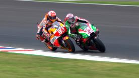 The World Champion desperately tries to regain position and connects with Aprilia's Aleix Espargaro